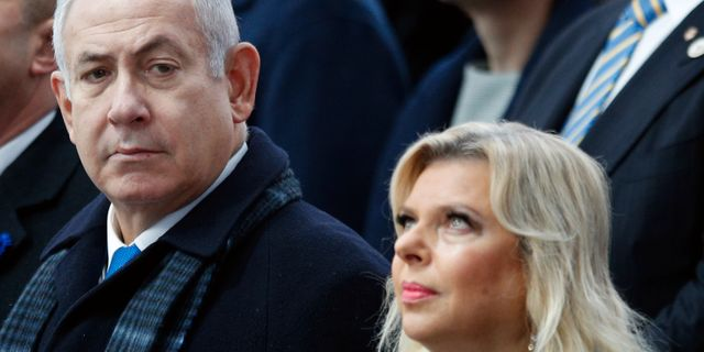 Benjamin och Sara Netanyahu i Paris idag. Francois Mori / TT NYHETSBYRÅN