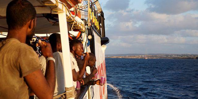 Migranter på Open Arms. Francisco Gentico / TT NYHETSBYRÅN/ NTB Scanpix