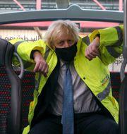 Boris Johnson på en buss i Coventry, Storbritannien. Steve Parsons / TT NYHETSBYRÅN