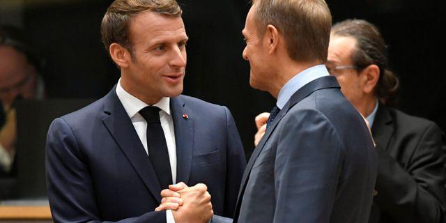 Emmanuel Macron och Donald Tusk. PIROSCHKA VAN DE WOUW / TT NYHETSBYRÅN