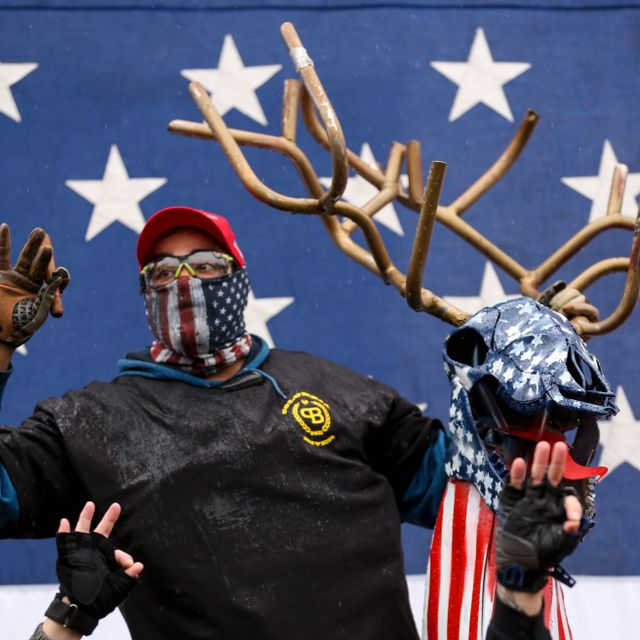 Members of the Proud Boys and supporters of President Trump gather to protest the results of the election at the Oregon State Capitol in Salem, Ore., Saturday, Nov. 14, 2020. Brian Hayes / TT NYHETSBYRÅN
