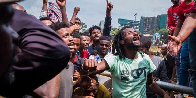 Demonstranter under måndagen. MAHEDER HAILESELASSIE TADESE / AFP