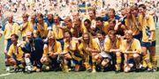Svenska landslaget med sina medaljer 1994. TT
