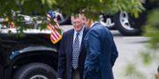 Jim Inhofe och försvarsminister Mark Esper på väg in till mötet.  Alex Brandon / TT NYHETSBYRÅN