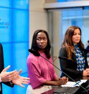 Mats Persson, Nyamko Sabuni och Gulan Avci. Samtliga ingår i Liberalernas partiledning. Jessica Gow/TT / TT NYHETSBYRÅN