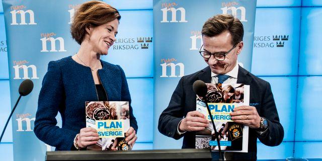 Moderaternas partiledare Anna Kinberg Batra och partiets ekonomisk-politiske talesperson Ulf Kristersson presenterar partiets budgetmotion.  Lars Pehrson/SvD/TT / TT NYHETSBYRÅN