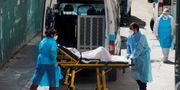 Ambulanssjukvårdare i Madrid. Juan Medina / TT NYHETSBYRÅN