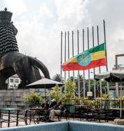Etiopien flaggar på halv stång dagen efter kuppförsöket. EDUARDO SOTERAS / AFP