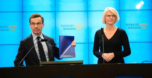 Ulf Kristersson och Elisabeth Svantesson på dagens pressträff. Amir Nabizadeh/TT / TT NYHETSBYRÅN