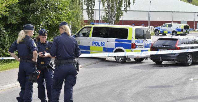 Polisen på plats i Spånga i nordvästra Stockholm efter att en man med skottskador hittats död den 19 augusti. Jessica Gow/TT / TT NYHETSBYRÅN