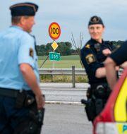Polisen på plats på flera platser utmed E65 mellan Ystad och Malmö i juni. Johan Nilsson/TT / TT NYHETSBYRÅN
