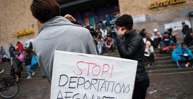 Ensamkommande asylsökande demonstrerar på Medborgarplatsen i Stockholm 2017. Arkivbild.  Henrik Montgomery/TT / TT NYHETSBYRÅN