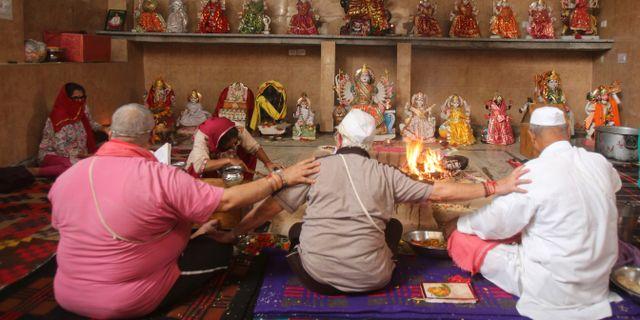 Festligheter i ett tempel i Jammu idag. Channi Anand / TT NYHETSBYRÅN