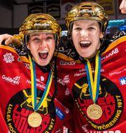 Luleås Rebecca Stenberg och Michelle Karvinen. SIMON ELIASSON / BILDBYRÅN