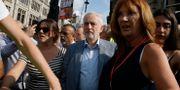 Jeremy Corbyn (mitten), partiledare för Labour. Luca Bruno / TT NYHETSBYRÅN/ NTB Scanpix