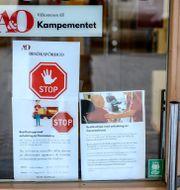 Besöksförbud på äldreboende i Stockholm. Arkivbild. Anders Wiklund/TT / TT NYHETSBYRÅN