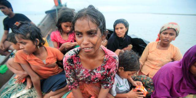Rohingyer på flykt från Myanmar på en båt i Bangladesh.  Andrew Biraj / TT NYHETSBYRÅN