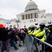 Trump supporters try to break through a police barrier, Wednesday, Jan. 6, 2021, at the Capitol in Washington. As Congress prepares to affirm President-elect Joe Biden's victory, thousands of people have gathered to show their support for President Donald Trump and his claims of election fraud. John Minchillo / TT NYHETSBYRÅN