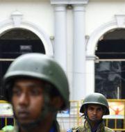 Soldater vaktar S:t Anthony-kyrkan. Arkivbild. LAKRUWAN WANNIARACHCHI / AFP
