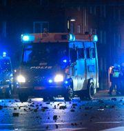 Gatsten kastades mot polisen TT / TT NYHETSBYRÅN