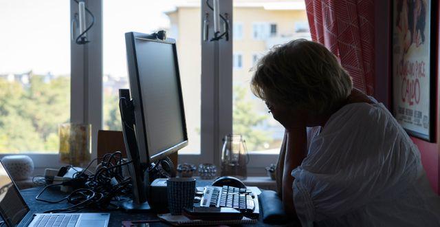 En kvinna vid sin dator.  Henrik Montgomery/TT / TT NYHETSBYRÅN
