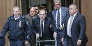 Harvey Weinstein på väg in till rättsalen i New York under måndagen. KENA BETANCUR / GETTY IMAGES NORTH AMERICA