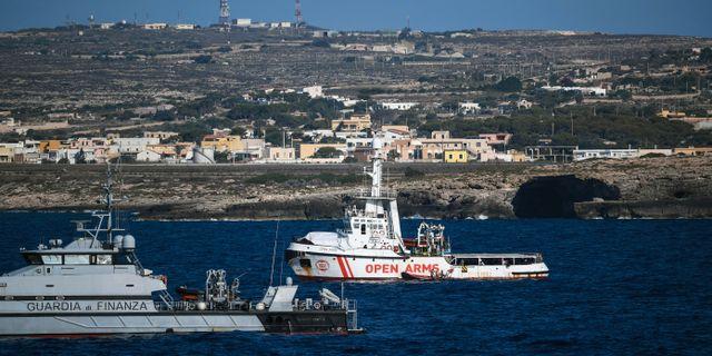 Open Arms utanför ön Lampedusa. Salvatore Cavalli / TT NYHETSBYRÅN/ NTB Scanpix