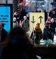 Skyltar på Ströget i Köpenhamn påbjuder högertrafik på en bild från tidigare i vår Johan Nilsson/TT / TT NYHETSBYRÅN