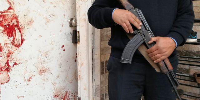 Säkerhetsvakt utanför moskén där attackerna utfördes. STRINGER / TT NYHETSBYRÅN