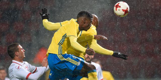 Sveriges Carlos Strandberg nickar in 3-0 under tisdagens EM-kvalmatch, U21. Björn Lindgren/TT / TT NYHETSBYRÅN