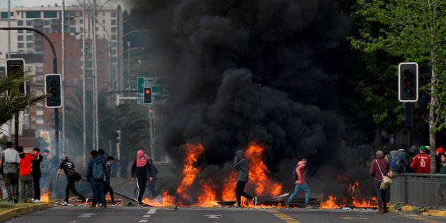 Bild från demonstation i Concepcion.  JOSE LUIS SAAVEDRA / TT NYHETSBYRÅN