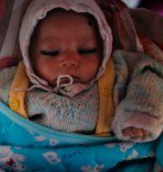 Ett barn i ett temporärt flyktingläger i Kathmandu. Arkivbild. Niranjan Shrestha / TT NYHETSBYRÅN