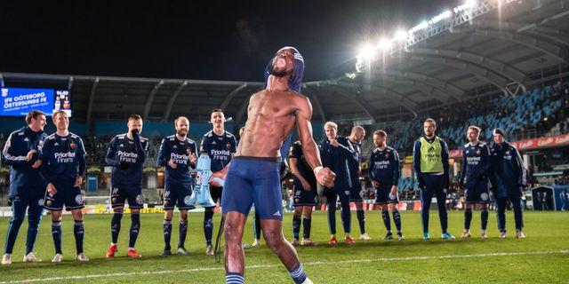 Mohammed Buya Turay och Djurgården firar segern. CARL SANDIN / BILDBYRÅN