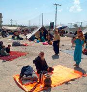 Afghaner som har tagit sig till utkanten av Chaman, en gränsstad som ligger i Pakistan. Jafar Khan / TT NYHETSBYRÅN
