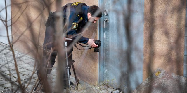 Polisen arbetar på platsen. Henrik Montgomery/TT / TT NYHETSBYRÅN
