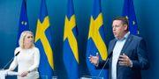 Socialminister Lena Hallengren och Kommunals Tobias Baudin.  Jessica Gow/TT / TT NYHETSBYRÅN