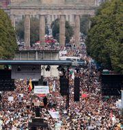 Bild från en tidigare demonstration mot Tysklands virusrestriktioner. Markus Schreiber / TT NYHETSBYRÅN