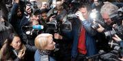 Chesåklagare Ingrid Isgren anländer till Ecuadors ambassad i London idag. Matt Dunham / TT / NTB Scanpix