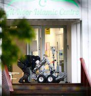 Norska polisen går in med en robot i moskén. Terje Pedersen / TT NYHETSBYRÅN/ NTB Scanpix