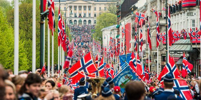 Paradgatan Karl Johan i Oslo under dagens nationaldagsfirande. Varfjell, Fredrik / TT NYHETSBYRÅN