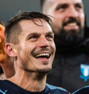 Markus Rosenberg firar med lagkamraterna efter vinsten mot Dynamo Kiev. MATHIAS BERGELD / BILDBYRÅN