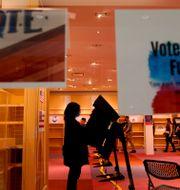 Kvinna röstar i delstaten Kansas. Charlie Riedel / TT NYHETSBYRÅN