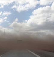 Bild från sandstormen på E20. Foto: Johannes Eriksson