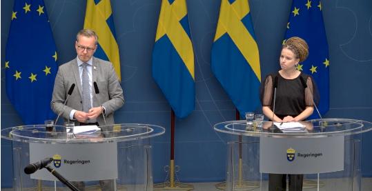 Mikael Damberg och Amanda Lind.  Regeringen/Skärmdump