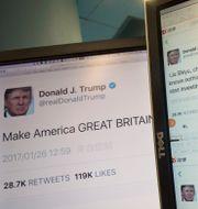 Arkivbild: President Donald Trump har mest använt sitt privata Twitterkonto under sin tid i presidentämbetet. Det officiella kontot @POTUS ska lämnas över till tillträdande presidenten Joe Biden den 20 januari.  Ng Han Guan / TT / NTB Scanpix