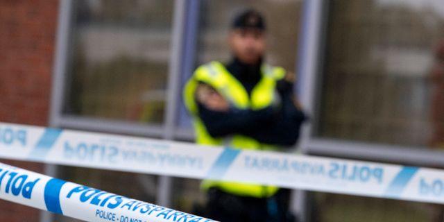 En polis vid avspärrningar/illustrationsbild.  Johan Nilsson/TT / TT NYHETSBYRÅN