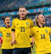 Kristoffer Olsson, Dejan Kulusevski and Emil Forsberg jublar efter 2–0.  JOEL MARKLUND / BILDBYRÅN