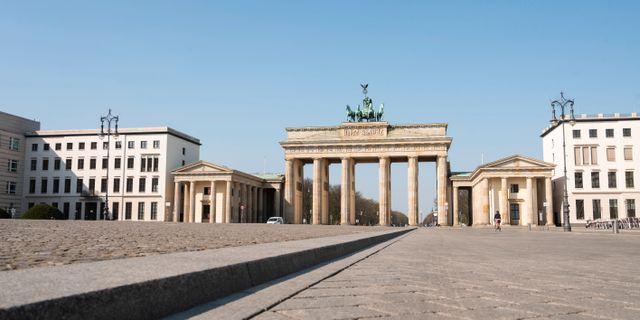 Folktomt vid Brandenburger Tor i Berlin. Christophe Gateau / TT NYHETSBYRÅN