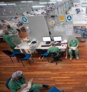 Covidpatienter i en sporthall i Sao Paulo. Andre Penner / TT NYHETSBYRÅN