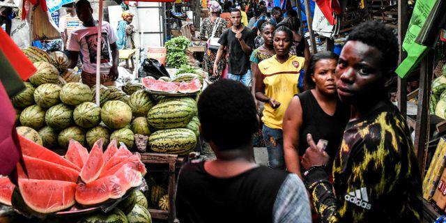 Trängsel på en marknad i Dar es Salaam, Tanzania. ERICKY BONIPHACE / TT NYHETSBYRÅN